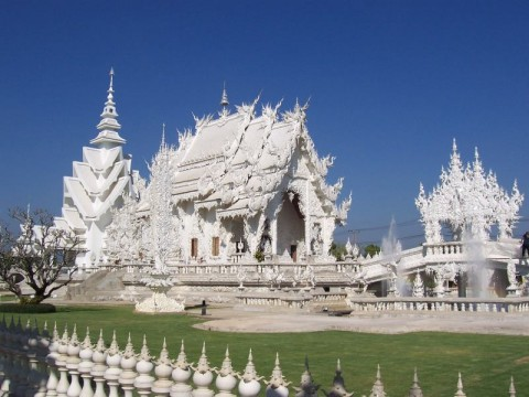 white-temple-chapel-of-wat-rong-khun-close-to-chiang-rai