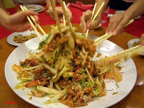 yusheng salad toss chinese new year singapore