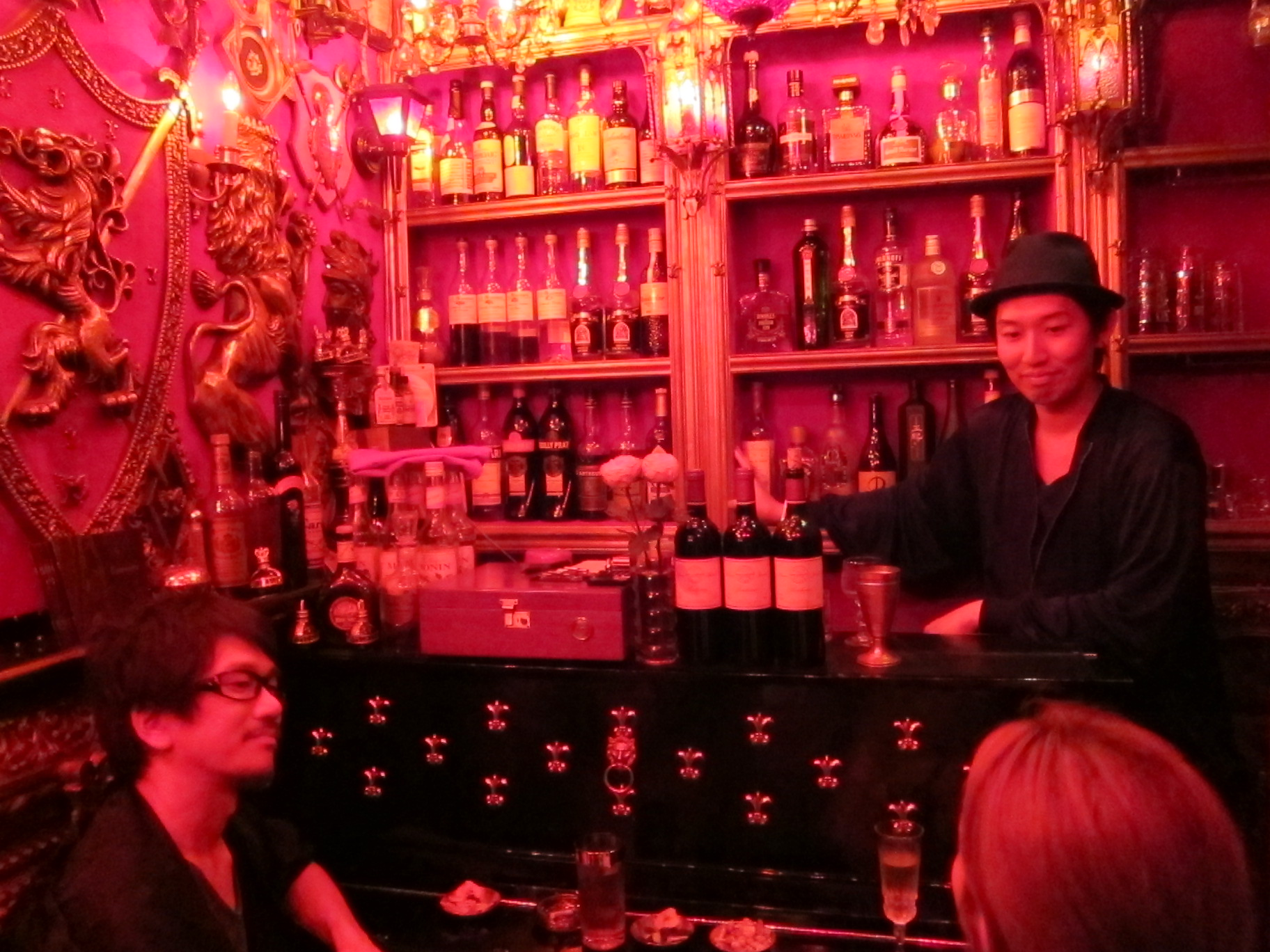 hidden tokyo bar piano in shibuya is quirky cool tokyo at it 39 s best accidental epicurean. Black Bedroom Furniture Sets. Home Design Ideas